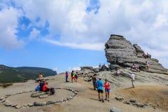 罗马尼亚- Sfinx 2015看法9月27,以一个人面9月27日的形式一种自然山形成,在罗马尼亚 图库摄影