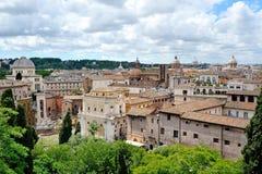 罗马屋顶和圆顶从Campidoglio的 免版税图库摄影