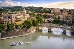 罗马市和台伯河河 免版税库存照片