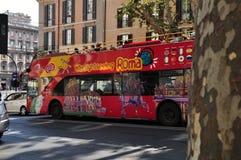 罗马市观光的公共汽车 免版税库存照片