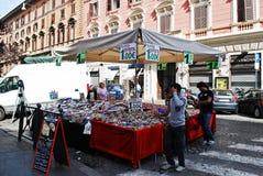 罗马市2014年5月30日的街道生活 库存照片