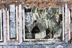 罗马帝国在古老Ostia -罗马意大利上色了大理石废墟 库存照片