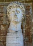 罗马帝国皇帝Gaius尤利乌斯・凯撒奥古斯都古老雕象  库存图片