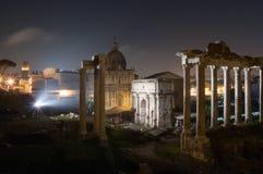 罗马广场在夜,罗马,意大利之前 库存照片
