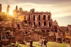 罗马广场的废墟在晴天,罗马 免版税库存照片