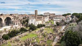 罗马广场,从毛皮围巾的小山,罗马,意大利的看法 库存照片