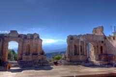 罗马废墟, vulcaono etna,陶尔米纳,西西里岛,意大利 库存图片