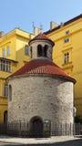 罗马式圆形建筑在布拉格 免版税库存图片