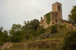 罗马式教会Sant茱莉亚de Uixols小山视图 免版税库存图片