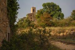 罗马式教会Sant茱莉亚de Uixols远的景色 库存图片