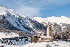 罗马式被破坏的教会圣徒吉安,瑞士 库存照片
