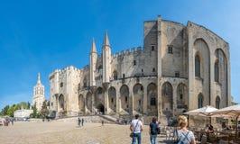罗马教皇的宫殿Archiecture在阿维尼翁 免版税库存照片
