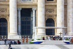 罗马教皇的观众在StPeter广场,罗马 免版税库存图片