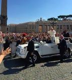 罗马教皇的观众St Peter's广场 库存图片