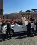 罗马教皇的观众St Peter's广场 免版税库存照片