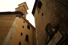 罗马教皇的题字和塔响铃-罗马 免版税图库摄影