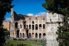 罗马斗兽场和康斯坦丁曲拱,罗马 罗马建筑学和地标 图库摄影