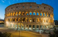 罗马斗兽场在夜,罗马,意大利之前 库存照片