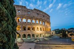 罗马斗兽场在夜,罗马,意大利之前 免版税库存照片