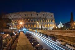 罗马斗兽场在夜间期间的罗马 库存照片