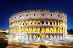 罗马斗兽场在晚上,罗马 库存照片