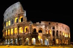 罗马斗兽场在罗马在夜之前 免版税库存图片
