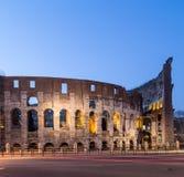 罗马斗兽场在罗马在晚上 免版税库存照片