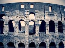罗马斗兽场在罗马,黑白的意大利;剧烈,减速火箭的样式 免版税库存图片