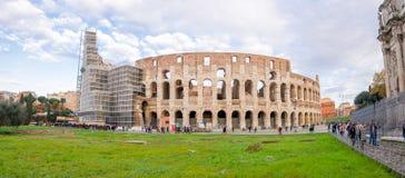 罗马斗兽场外视图在一美好的天 免版税库存照片