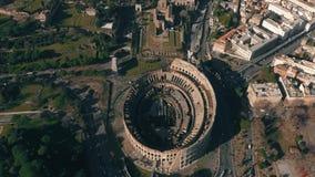 罗马斗兽场或大剧场圆形露天剧场空中hyperlapse在罗马内,意大利都市风景的  股票录像
