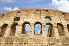 罗马斗兽场的古老窗口,罗马,意大利 库存照片