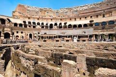 罗马斗兽场的废墟的内部在中央罗马 库存照片