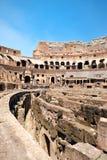 罗马斗兽场的废墟的内部在中央罗马 免版税库存图片