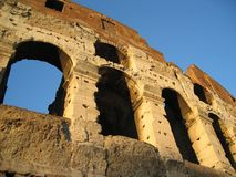 罗马斗兽场的曲拱在罗马,意大利 库存图片