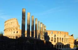 罗马斗兽场的看法在罗马,意大利如点燃由落日光芒  免版税图库摄影
