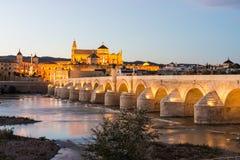 罗马桥梁在科多巴,安大路西亚,西班牙南部 图库摄影