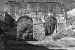罗马渡槽在苏萨,山麓,意大利 免版税库存图片