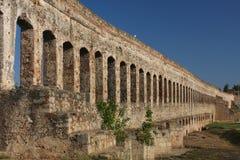 罗马渡槽,梅里达废墟  免版税库存图片
