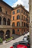 罗马的街道摩托车和汽车 免版税库存图片
