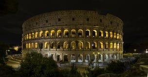 罗马的colosseum在晚上 免版税库存图片
