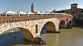 罗马石桥梁叫Ponte彼得拉1世纪A C 在维罗纳意大利- 09/03/2017 股票视频