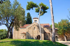 罗马窗框的修道院。Poble Espanyol。巴塞罗那。 库存照片