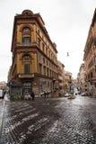 罗马街在雨天 免版税库存照片