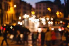 罗马被弄脏的未聚焦的看法在晚上 意大利 免版税库存图片