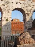 给罗马装门 免版税库存图片
