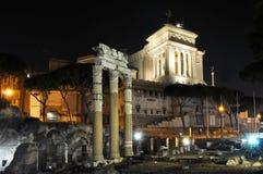 罗马论坛在晚上,罗马,意大利 免版税库存照片