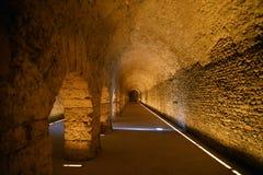 罗马门廓的古老废墟在奥斯塔,意大利 库存照片