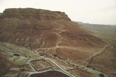 罗马阵营废墟的鸟瞰图在masada堡垒的arava谷的在以色列 历史废墟 曲拱 免版税库存图片