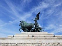 罗马雕象和蓝天 库存照片