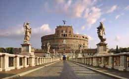 罗马,叫作圣天使城堡的哈德良的陵墓 从蓬特桑特'安吉洛的全景 库存图片